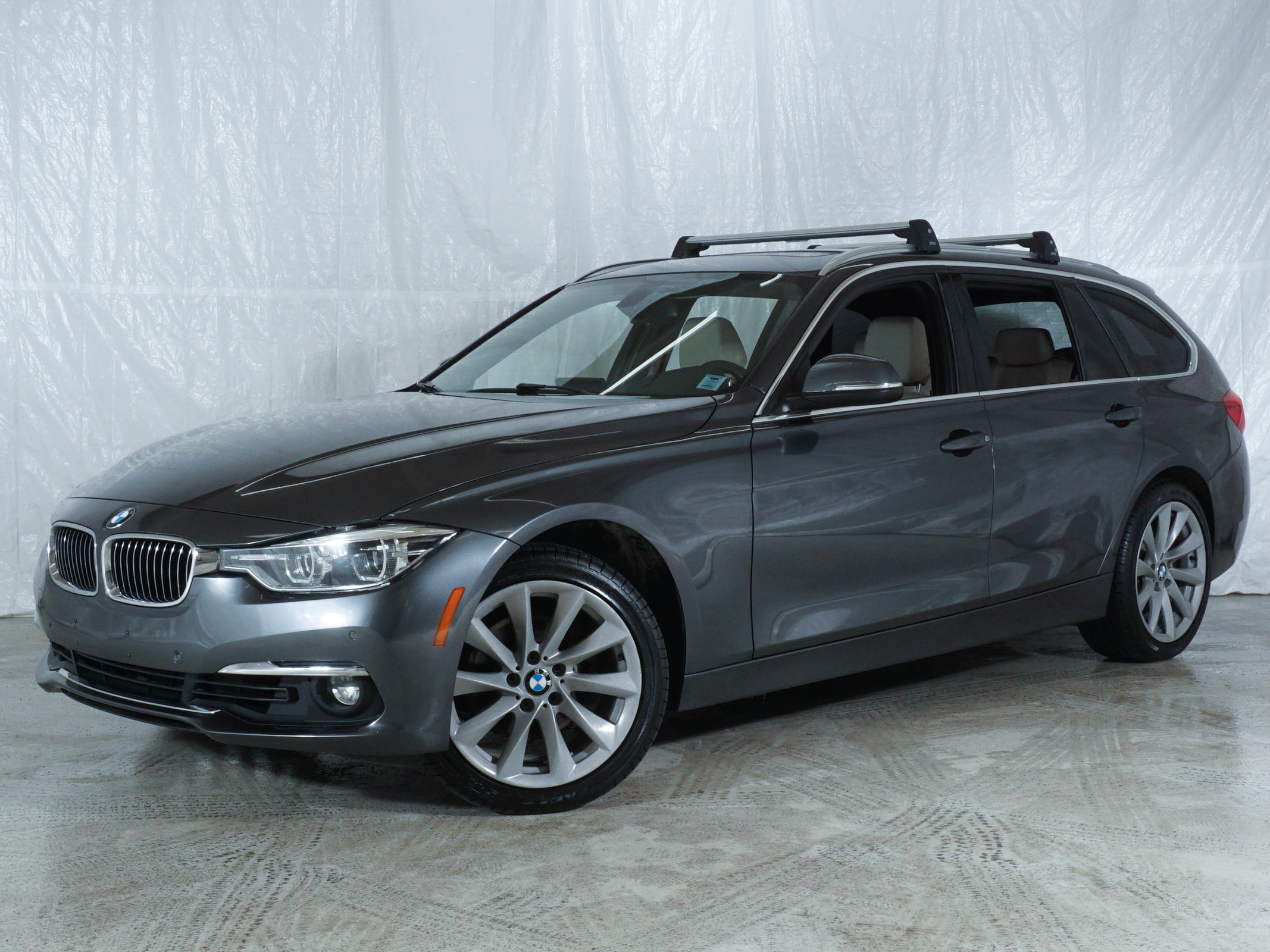 Grey BMW 3 Series 330i xDrive
