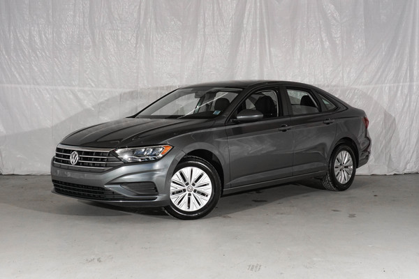 Silver Volkswagen Jetta Comfortline