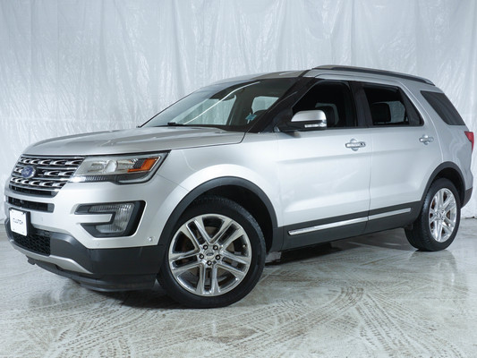 Silver Ford Explorer Limited