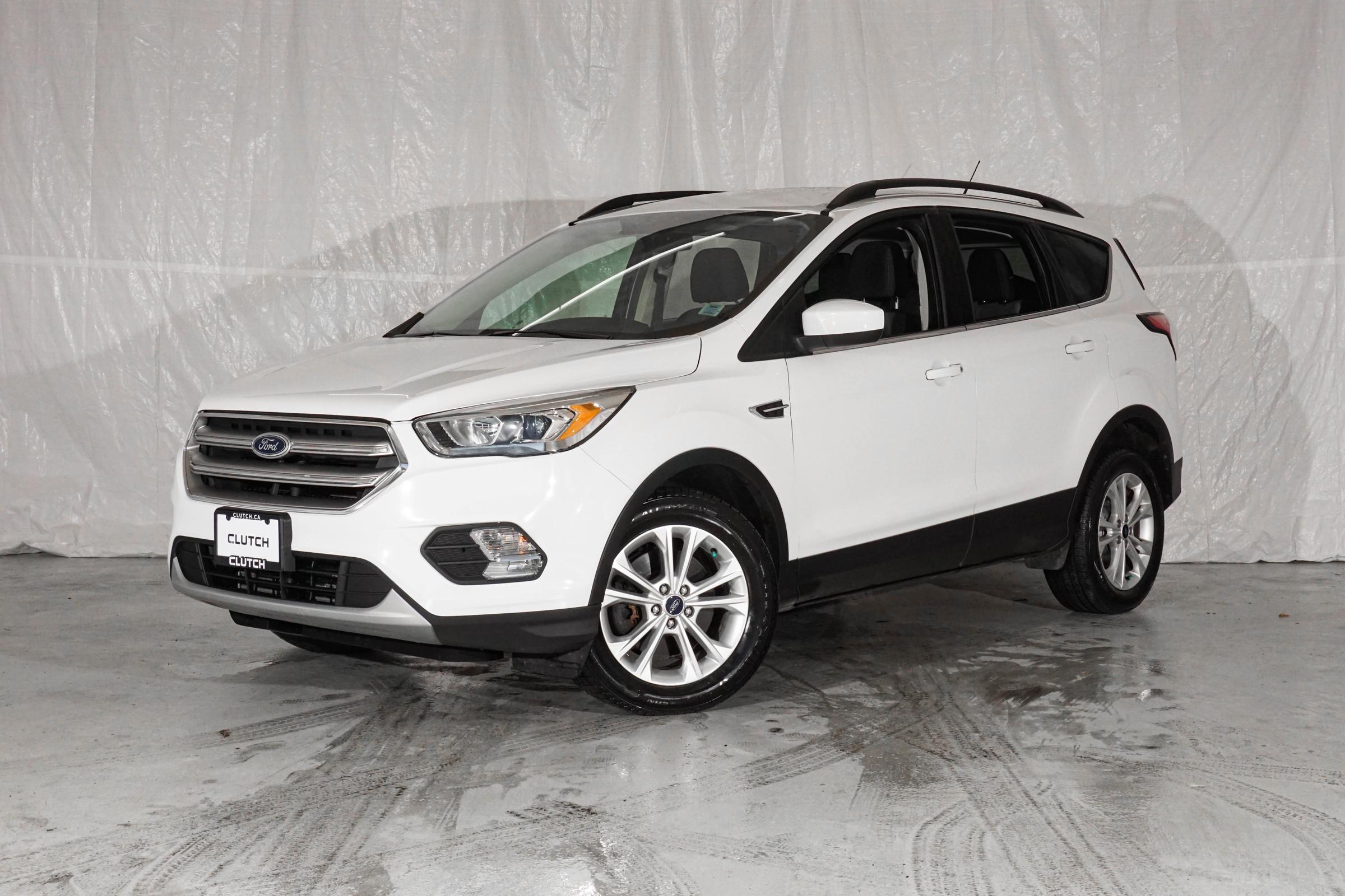 White Ford Escape SE