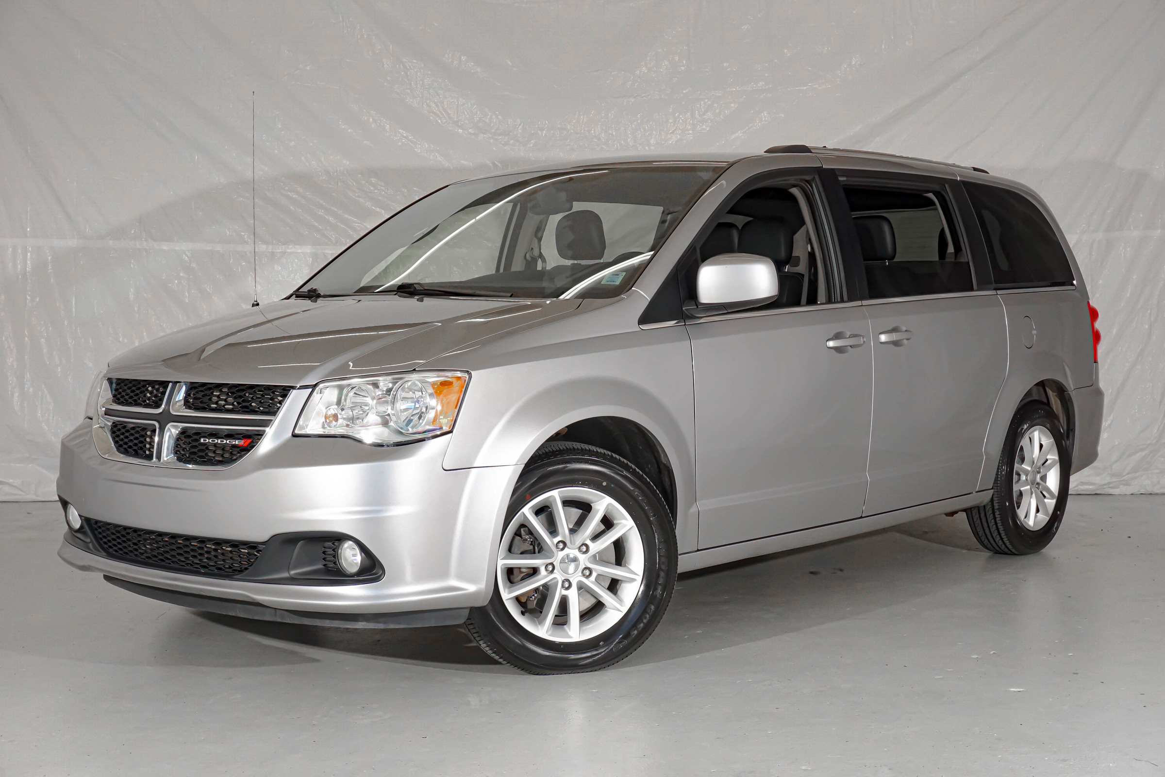 Grey Dodge Grand Caravan SXT Premium Plus