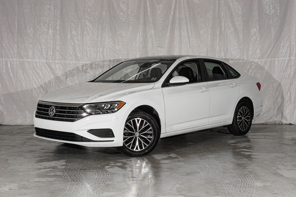 White Volkswagen Jetta Highline