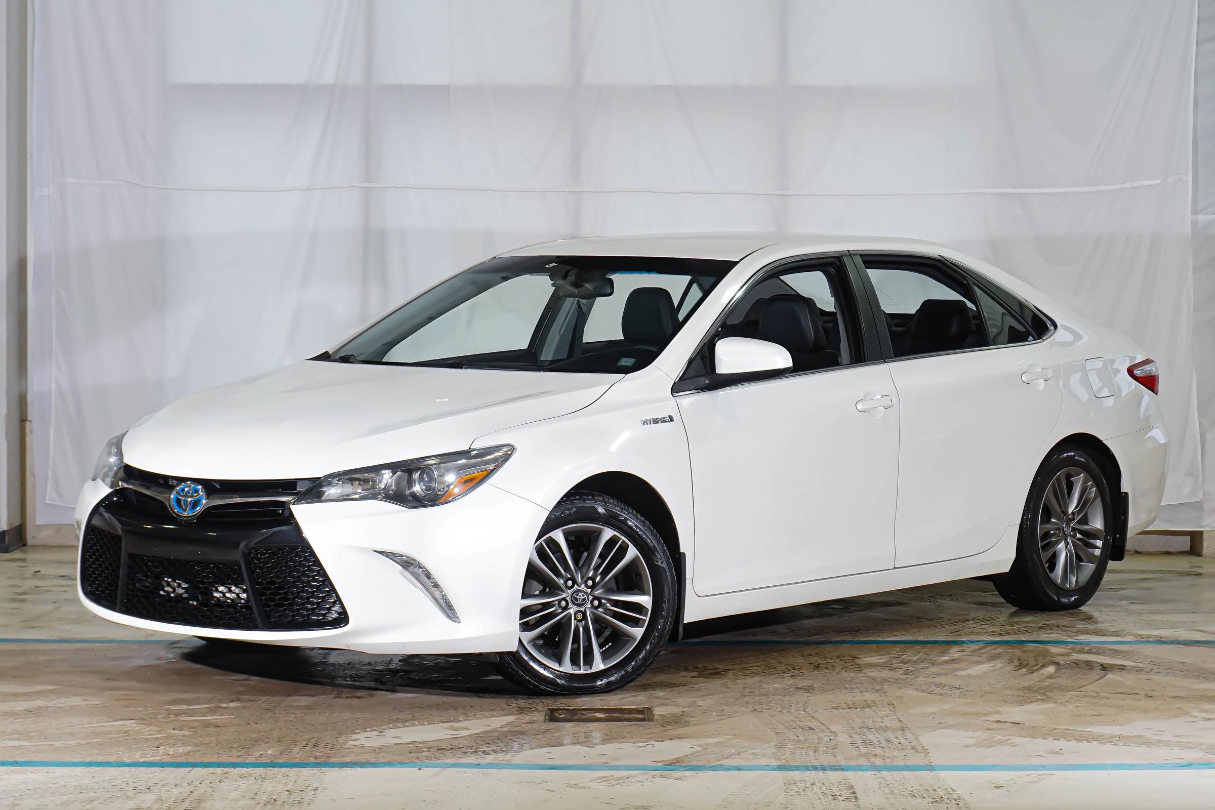 White Toyota Camry Hybrid SE