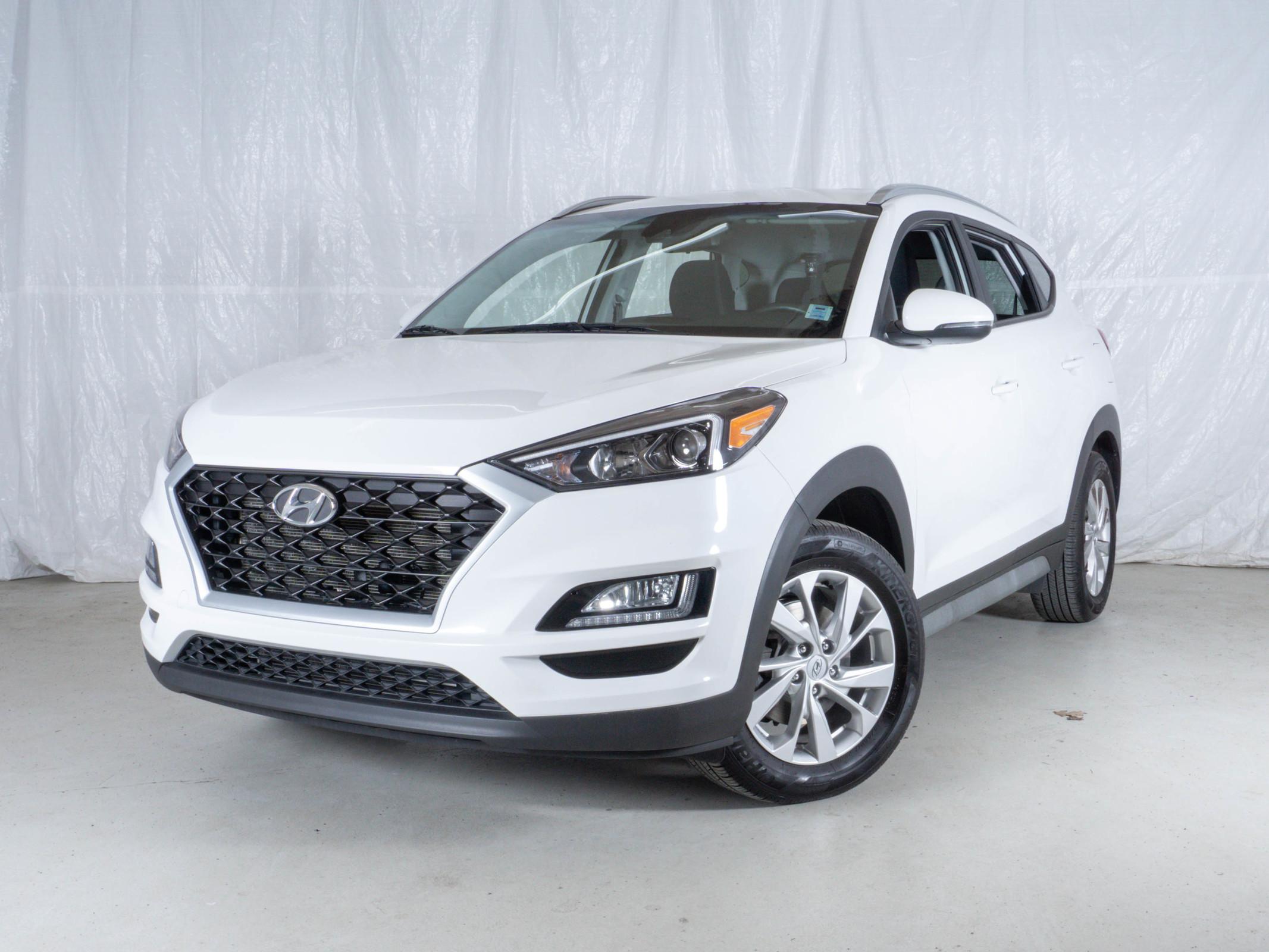 White Hyundai Tucson Preferred AWD